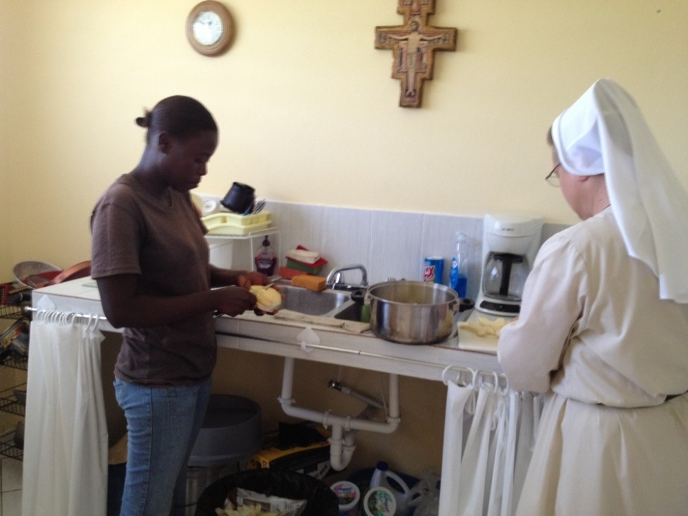 Learning to cook Haitian food (3/3)